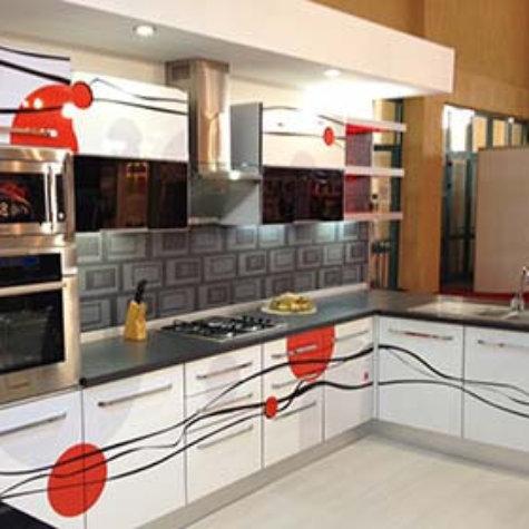 Küchenkombinaition mit ChromaLuxe-Oberfläche
