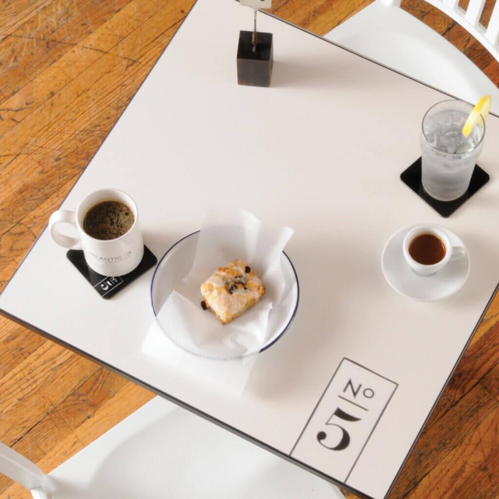 ChromaLuxe: Individuell bedruckter Bistrotisch / Kaffeehaustisch